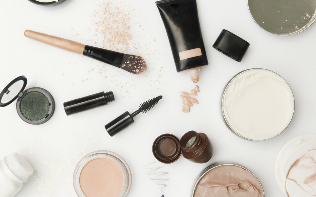 How To Choose The Right Types of Makeup for Sensitive Skin